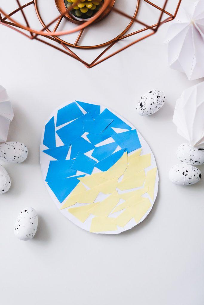 Osterbasteln KLeinkind Ostereier aus Papier bekleben Ostern Kinder basteln einfach Ineedsunshine