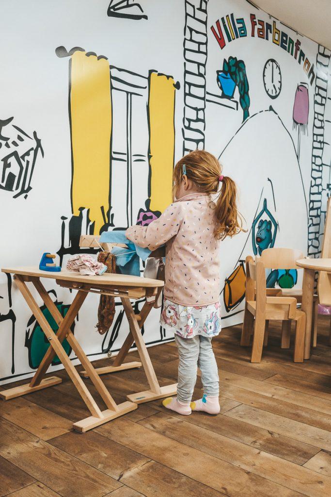 Familienhotel Allgäuer Berghof Bayern Indoor Spielraum Kinderbetreuung im Familienurlaub