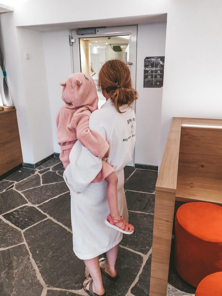 Wellnesshotel Allgäu mit Kindern Allgäuer Berghof All Inclusive Verpflegung im neuen Bistro Familisch