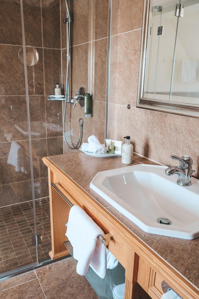 Schloss Mittersill Zimmer und Suiten Badezimmer mit Badewanne Clark Gable Suite