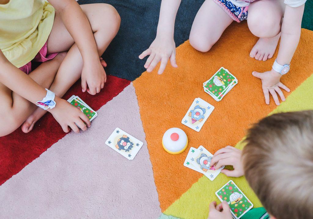 AMIGO Spiel Halli Galli Junior Spiel für Kinder ab 4 Jahren als Emfpehlung auf Mamablog Ineedsunshine