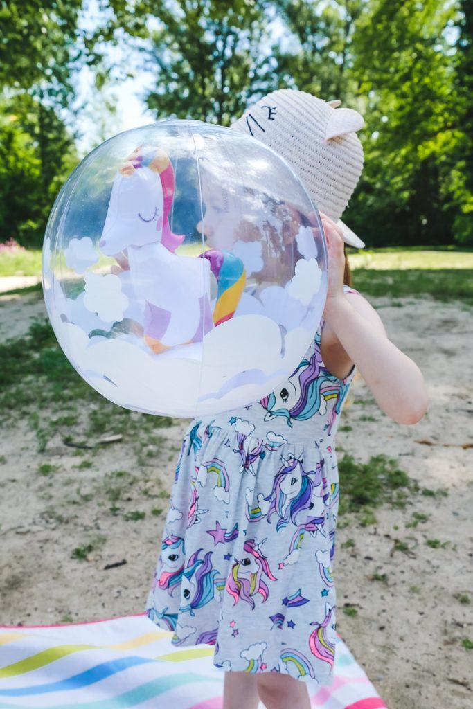 Einhorn Wasserball von tausendkind für den Tag am See mit Kindern sowie Tipps für sicheres Baden auf Mamablog Ineedsunshine