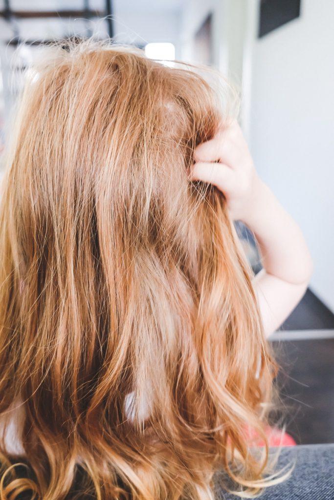 Was tun bei Kopfläuse erkennen und behandeln sowie Hilfe und Vorbeugung gegen Kopfläuse bei Kindern auf Mamablog Ineedsunshine