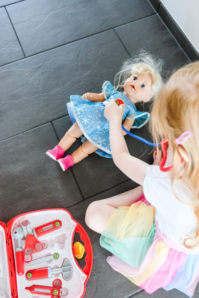 Erste hilfe am Kind Ablauf Maßnahmen Tipps für Babys und Kleinkinder auf Mamablog Ineedsunshine