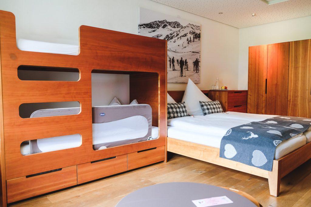 Gorfion Hotel Zimmer Erfahrungen Familienurlaub Liechtenstein Familienhotel Malbun auf Mamablog Ineedsunshine