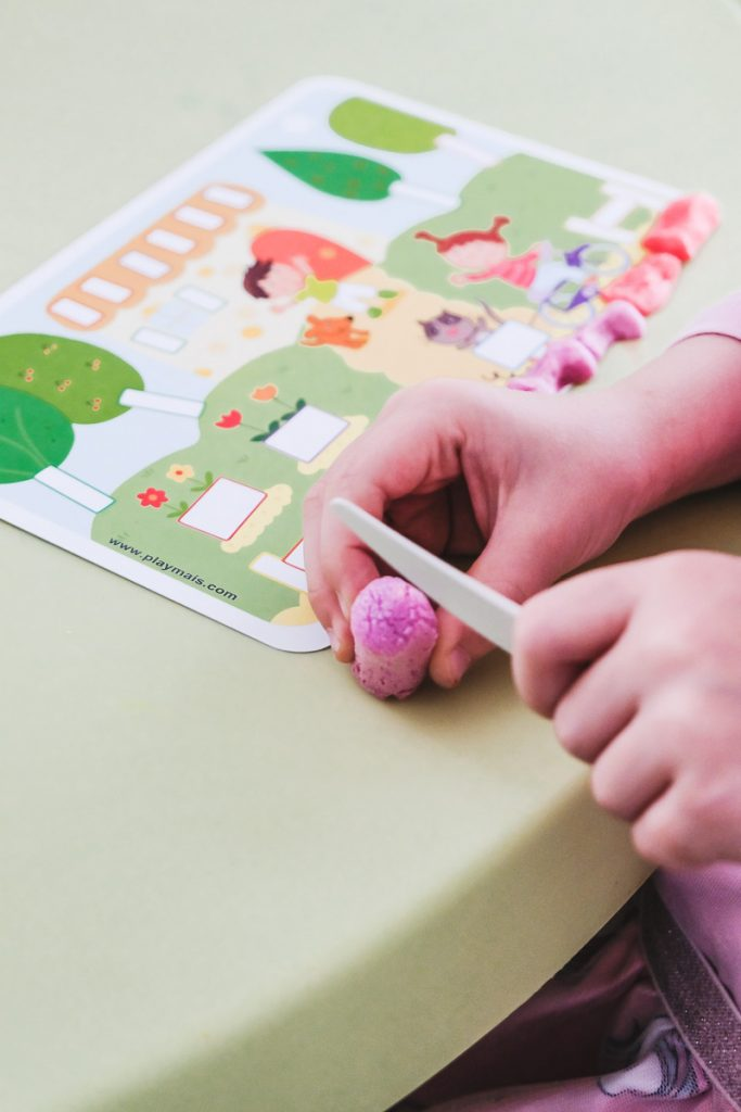Spielideen Kinder Herbst drinnen Basteln mit Playmais auf Mamablog Ineedsunshine