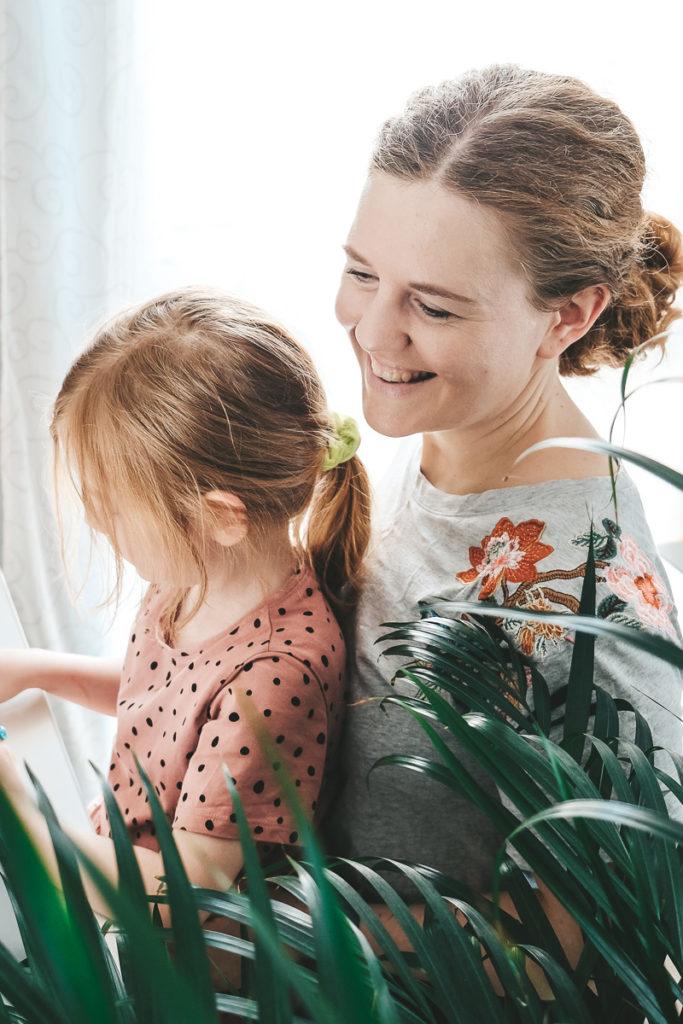 Selbstliebe lernen selbstbewusste Tochter Vorbild als Mutter sein