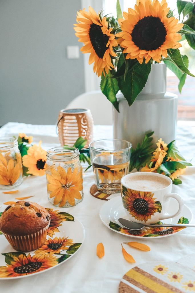 Tischdekoration basteln Sonnenblumen Kaffeeservice Weltbild