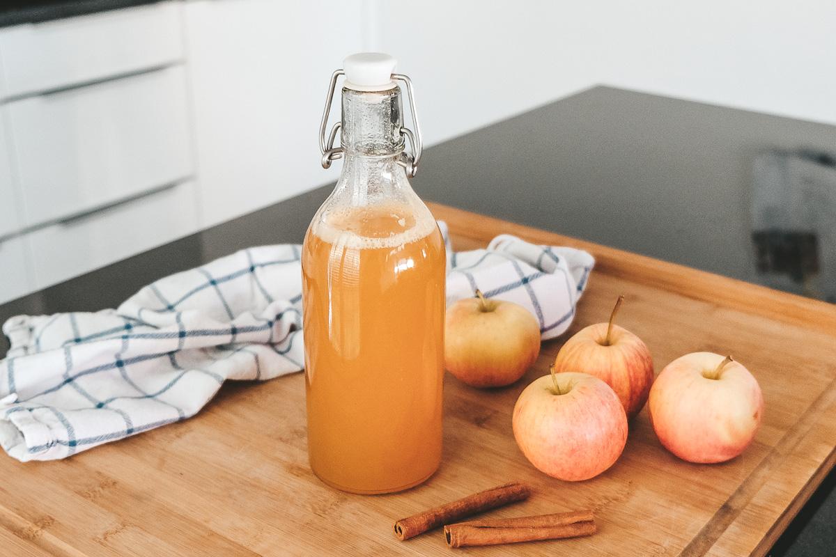 Winterliches Apfel-Sirup Rezept mit Zimt: So kannst du Sirup ganz einfach selber machen!